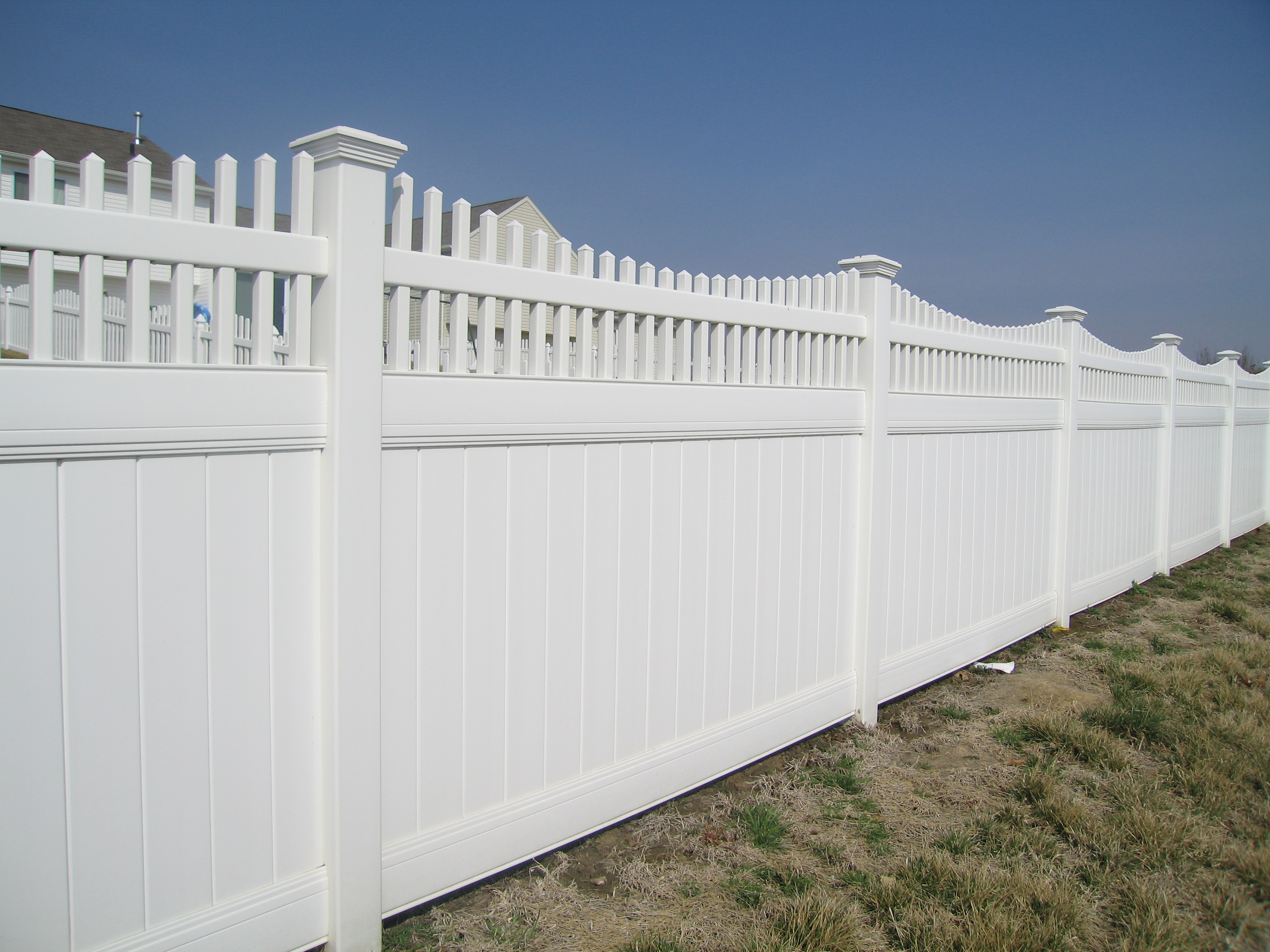 6 Solid Privacy With Picket Accent
